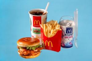 Crispy Chicken con bacon (750), patatas fritas (340), Coca-cola (200), McFlurry con Oreos (690).