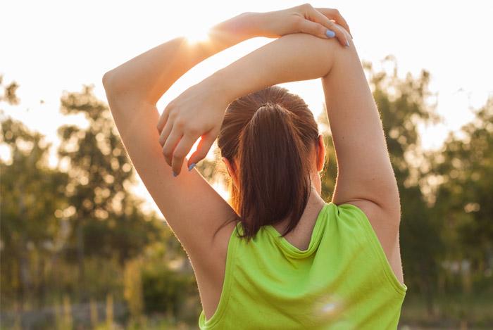 mujer saludable al sol