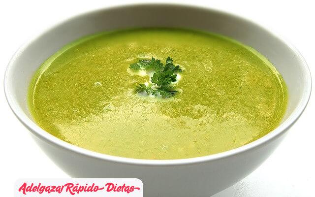 Receta de la sopa de tomate, col y apio para adelgazar