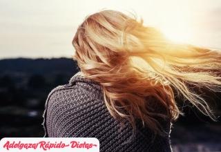 ¿Por qué se sugiere usar productos naturales para cuidar el cabello?